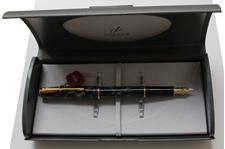 Picture of Parker Sonnet Laque Moonbeam Fountain Pen Fine 18kt Gold Nib